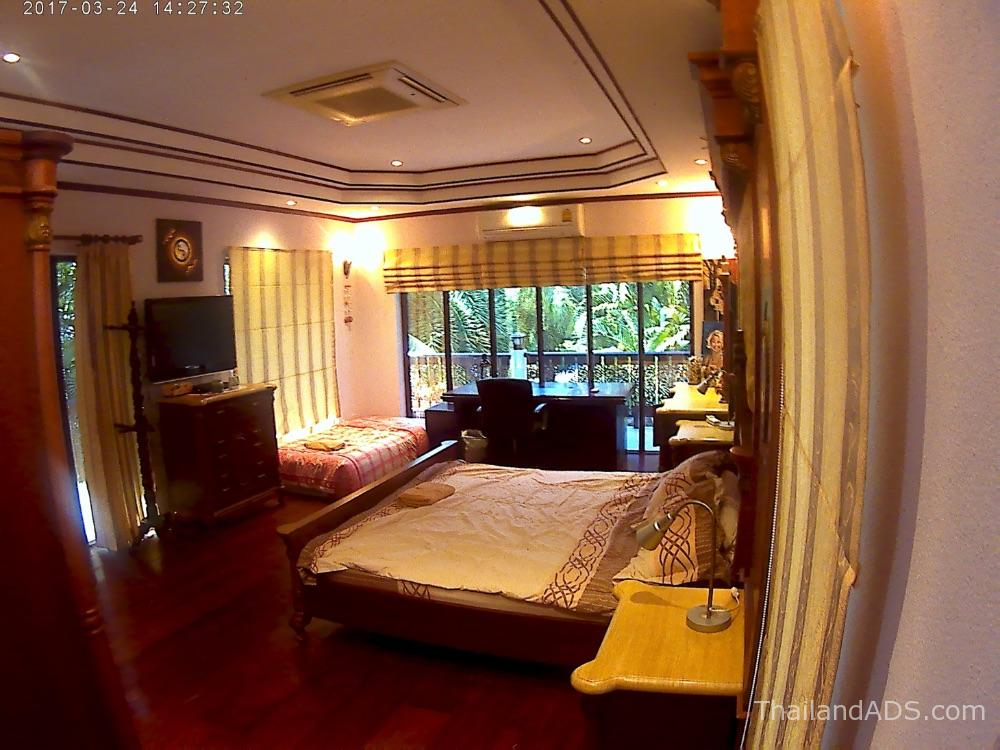 presidential_suite-master-bedroom