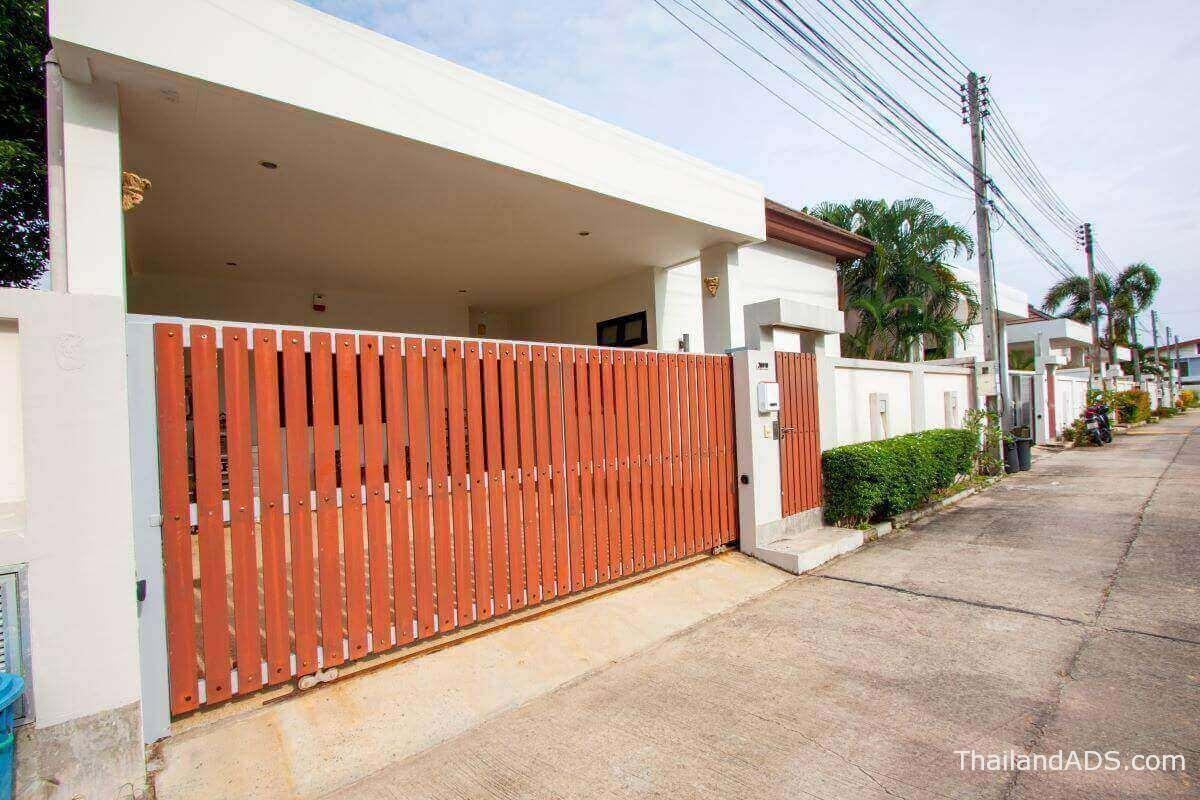 3_bedroom_villa_lerua_for_sale_rawai_phuket_street_view
